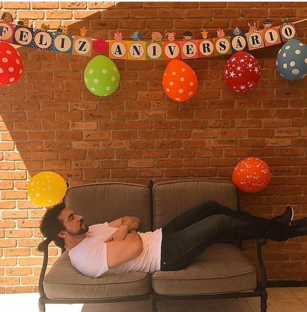 Padre Fábio de Melo brinca em foto no dia do seu aniversário