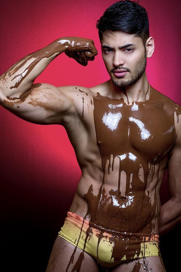 Willian Herculano em ensaio sensual