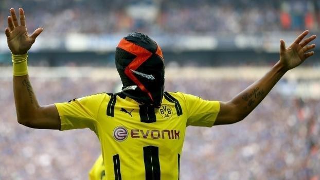 Aubameyang vestiu máscara e se complicou em empate do Dortmund (Crédito: Getty)
