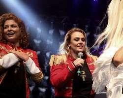 Xuxa abandona palco após vídeo com seu pai e faz desabafo