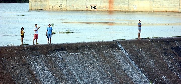 Barragem do Rio Piracuruca sangra após sete anos de estiagem