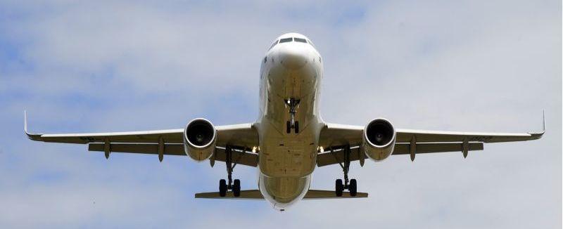 Justiça condena mulher a indenizar funcionário de compania aérea