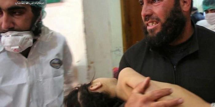 Ataque com gás tóxico mata mais de 50 na Síria, afirma ONG