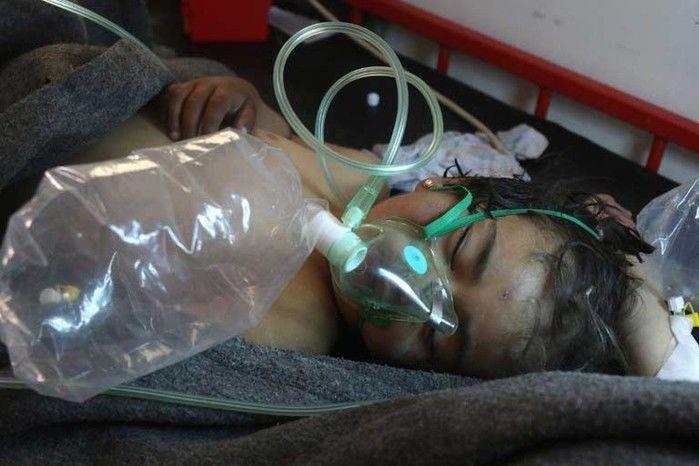 Criança síria recebe tratamento