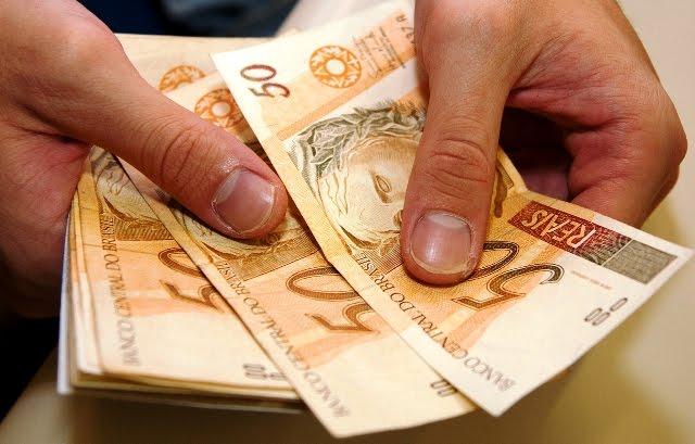 Salário mínimo será de R$ 979 em 2018  (Crédito: Reprodução)