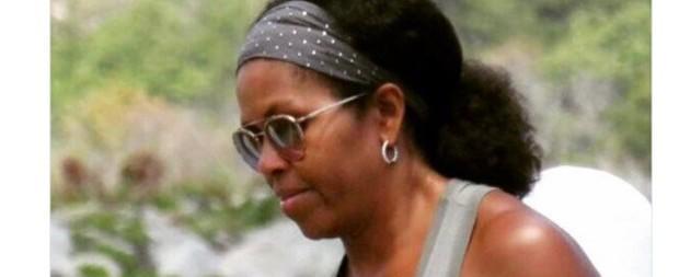 Michelle Obama é flagrada com cabelos naturais e web vai a loucura