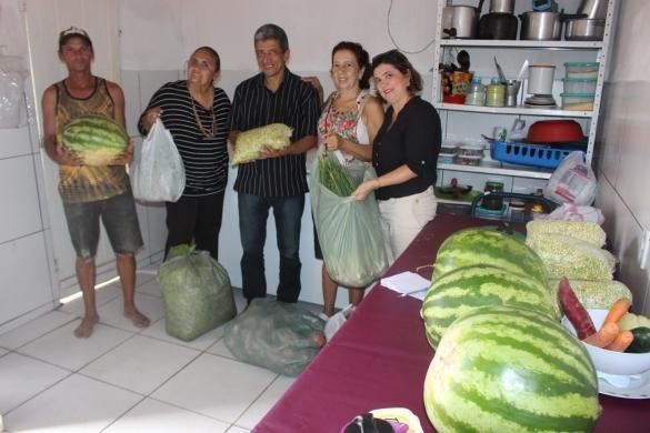 Entrega de alimentos pelo PAA (Crédito: Reprodução)