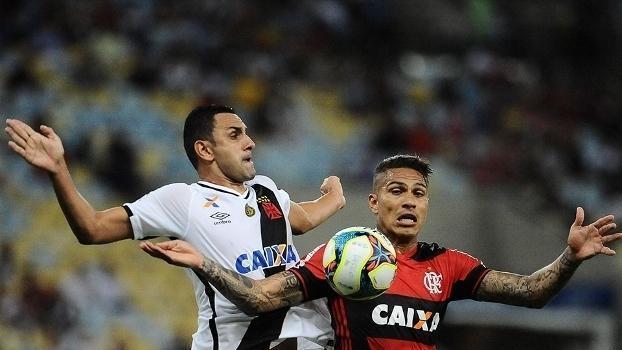 Rafael Marques, do Vasco, e Guerrero, do Flamengo, disputam a bola, no Maracanã (Crédito: Reprodução)