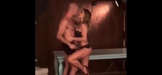 Ex-nadador Xuxa faz ensaio sensual com Sheila Mello