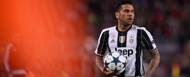 Daniel Alves se ofereceu para voltar ao Barcelona, mas time recusou