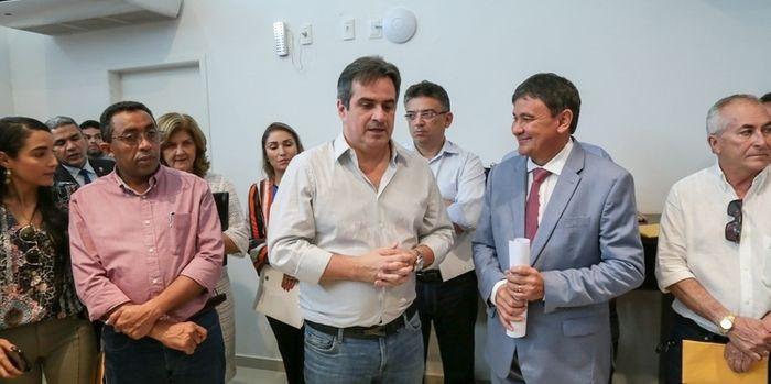 Wellington Dias, o senador Ciro Nogueira e prefeitos do Partido Progressista (PP)  (Crédito: Divulgação)