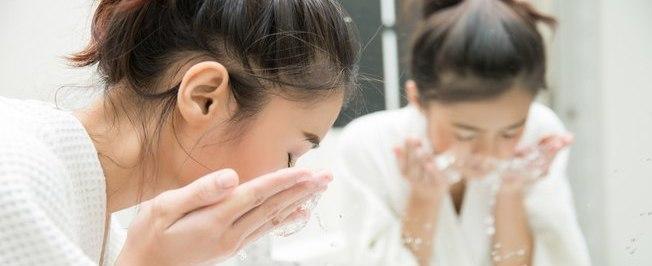 Conheça técnica para extrair cravos e limpar a pele