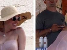 Katy Perry deixa bumbum à mostra durante viagem de férias