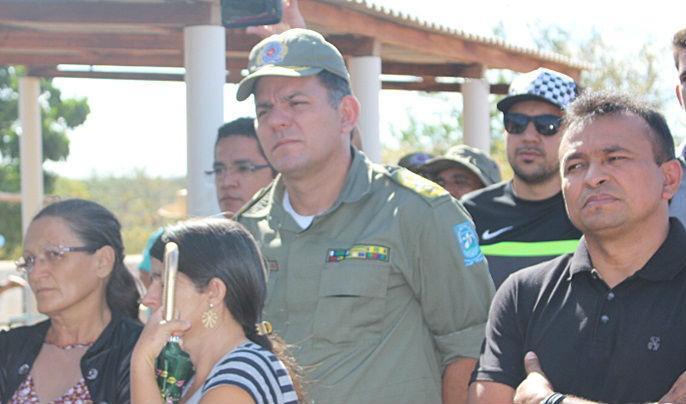 Autoridades no enterro do policial morto (Crédito: Fabionascimentonoticias)