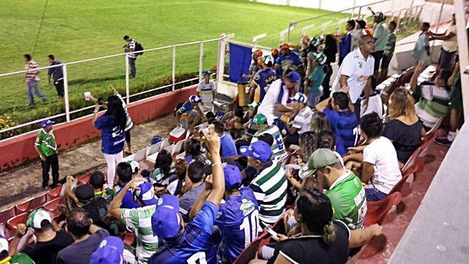 Torcida do Altos no estádio.  (Crédito: Renan Morais / Globo Esporte)