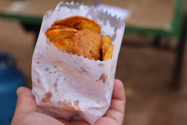 Rita Saraiva de Guajará-Mirim vende banana frita (Crédito:  Júnior Freitas)