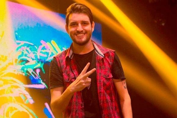 Dois morrem em acidente com ônibus de cantor sertanejo