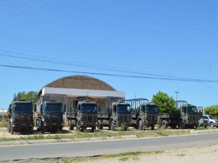 Comboio do Exército chega em Jaicós (Crédito: Portalsaibamais)