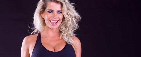 Karina Bacchi revela que recebe cantadas mesmo grávida