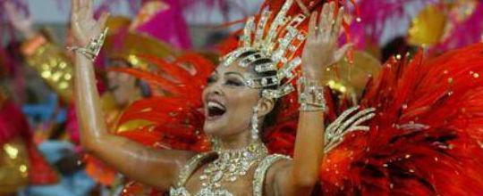 Juliana Paes aceita convite e será rainha de bateria da Grande Rio