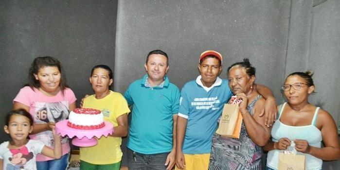 Rádio FM comemora dia das mães com sorteio de um bolo e presentes