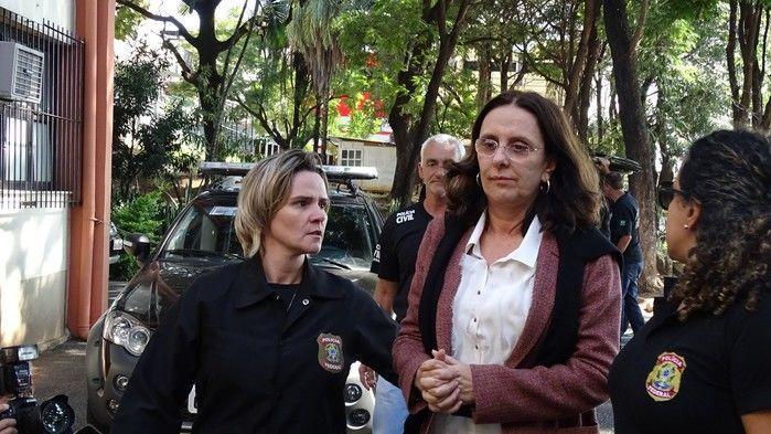 Andrea Neves, irmã do senador Aécio Neves (PSDB-MG), chega escoltada ao IML, em Belo Horizonte