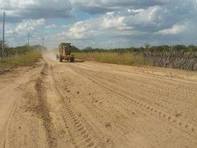 Prefeitura de Massapê inicia recuperação de estradas na zona rural