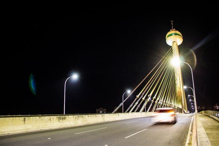 Ponte Estaiada recebe iluminação para alertar sobre o Maio Amarelo (Crédito: Divulgação)