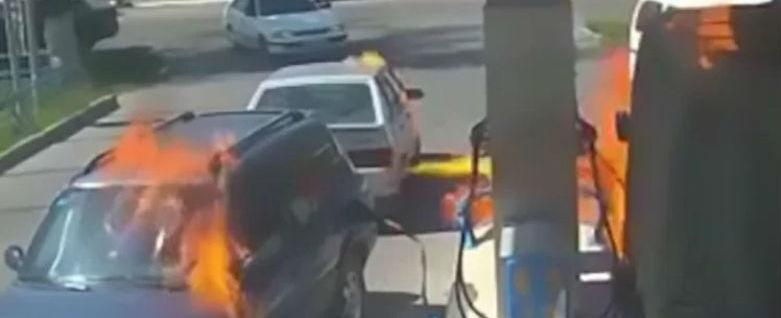 Motorista usa isqueiro e provoca acidente em Posto de Gasolina