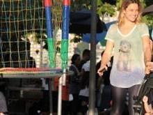 Apresentadora Fernanda Gentil passeia com namorada e filhos