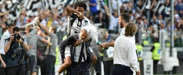 Juventus vence rival por 3 a 0 e leva o hexa