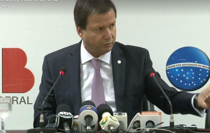 Claudio Lamachia durante coletiva de imprensa
