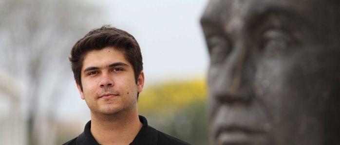 O filho adotivo de Renato Russo, Giuliano Manfredini