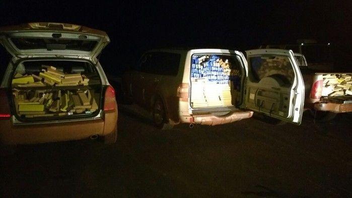 Tabletes de maconha eram transportados em três veículos