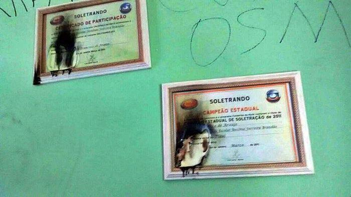 Certificados de participação do programa de soletração.  (Crédito: Wendell Veras / Blog do Coveiro)