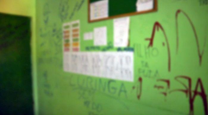 Palavras de baixo calão foram utilizadas nas pichações.  (Crédito: João Júnior / Rede Meio Norte)