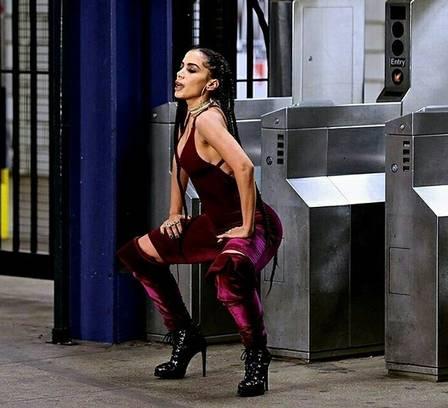 Anitta grava clipe de novo single em metrô de Nova York