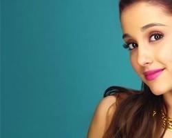 Ariana Grande desabafa: 'Não vamos deixar o ódio vencer'