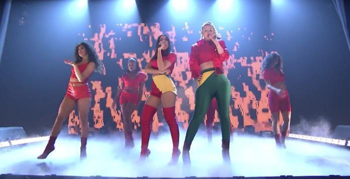 Anitta brilha ao lado de Iggy Azalea em programa de TV americano