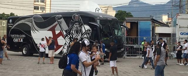 Ônibus do Vasco enguiça antes de partida e jogadores vão de táxi