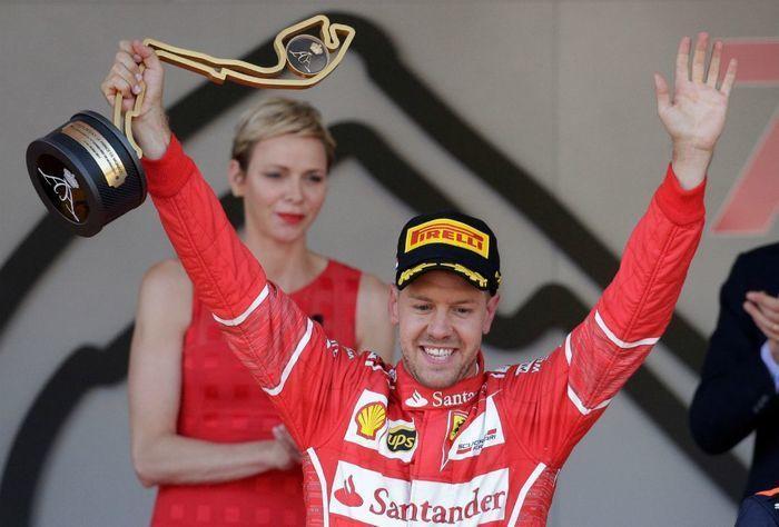 Vettel supera Raikkonen nos boxes e vence em Mônaco