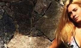 Carolina Dieckmann posta foto de biquíni e ganha vários elogios