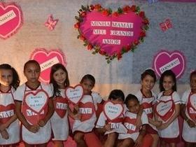 Escolas realizam festas em homenagens as mães