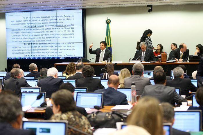 Comissão da Câmara aprova texto-base da reforma da Previdência