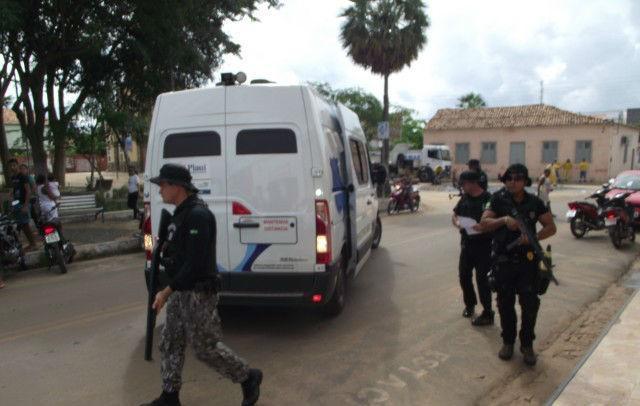 Policiais garantem a segurança do local (Crédito: Jornalesp)