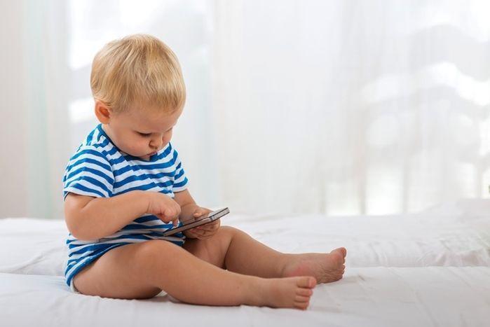 Tecnologia em excesso afeta a saúde física e mental das crianças