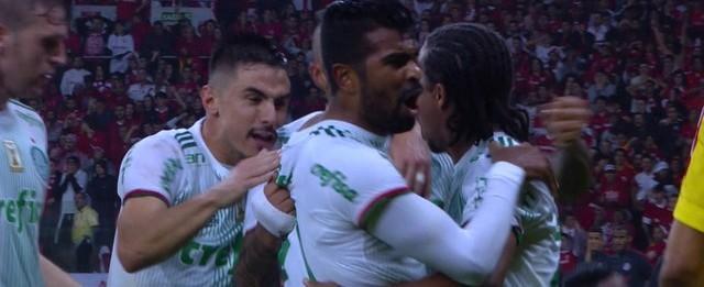 Palmeiras marca no Beira-Rio e elimina o Internacional