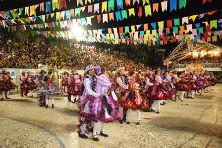 Público lota a praça Mandu Ladino todos os anos. (Crédito: Portal Costa Norte)