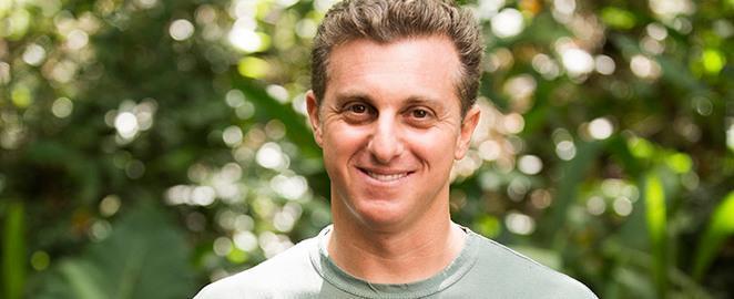 Luciano Huck nega ter oferecido R$ 6 milhões para escola de samba