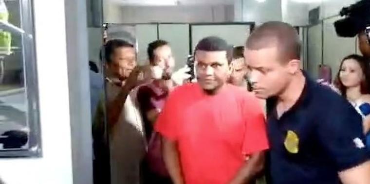 Para não exibir vídeo íntimo de padre, vereador cobrou R$ 200 mil